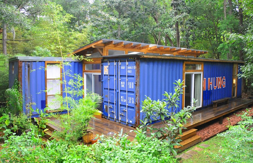 Savannah Project, a shipping container house by Julio Garcia