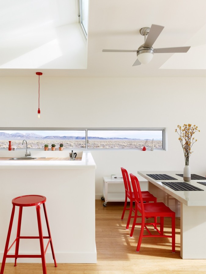 This prefab retreat in the Nevada desert has no air conditioning, using only passive strategies to keep cool. It has 3 bedrooms in 1,200 sq ft.   www.facebook.com/SmallHouseBliss