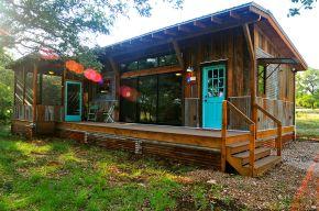 La Arboleda retreat cabin by Reclaimed Space