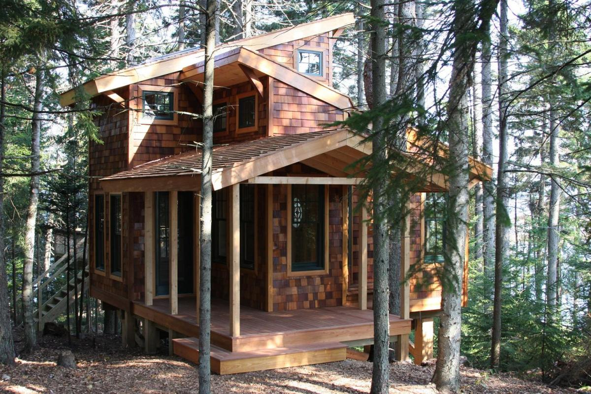 Weekend fun a tiny house in the trees by david matero for Small tree house