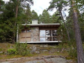 Tiny houses on stilts - The Box A Tiny House Built By Architect Ralph Erskine For His Family Of Four
