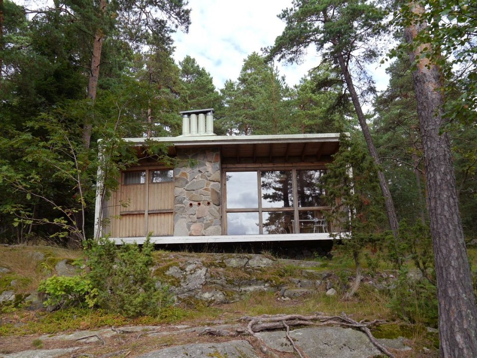 The Box, the 215 sq ft house built by architect Ralph Erskine for his family of four. | www.facebook.com/SmallHouseBliss