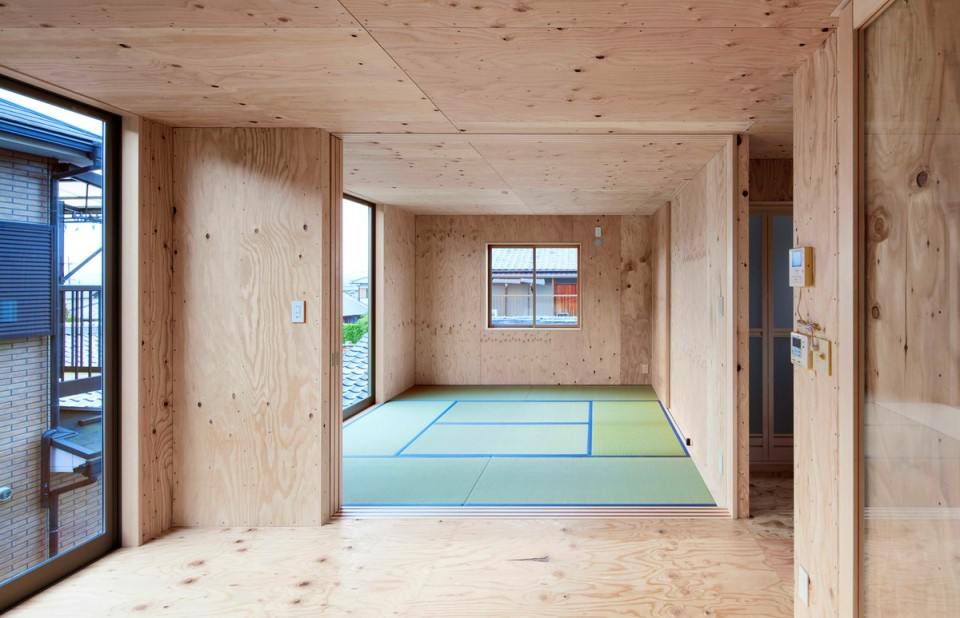 Danchi Hutch by Yoshihiro Yamamoto Architects [see all 11 images at www.smallhousebliss.com]