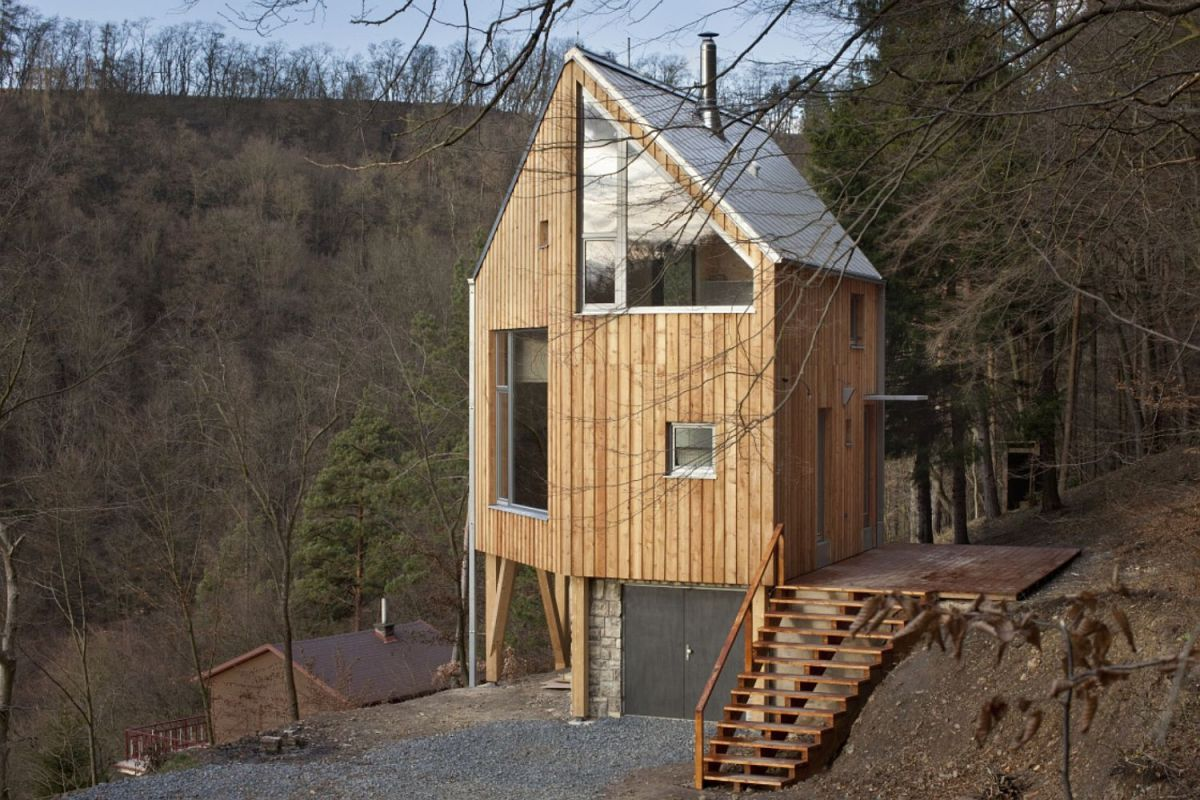 A hexagon shaped wooden house a lt architekti small for Mini wooden house