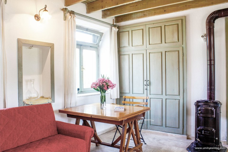 A family\'s cottage retreat in the Turkish countryside | Small House ...