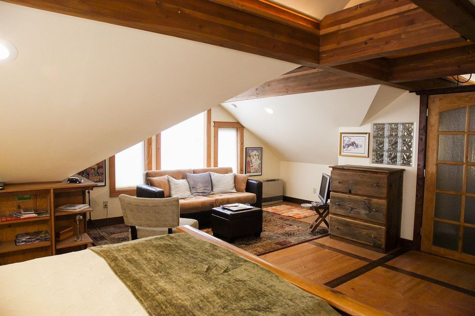 A cozy coach house garage with loft-style apartment above | www.facebook.com/SmallHouseBliss
