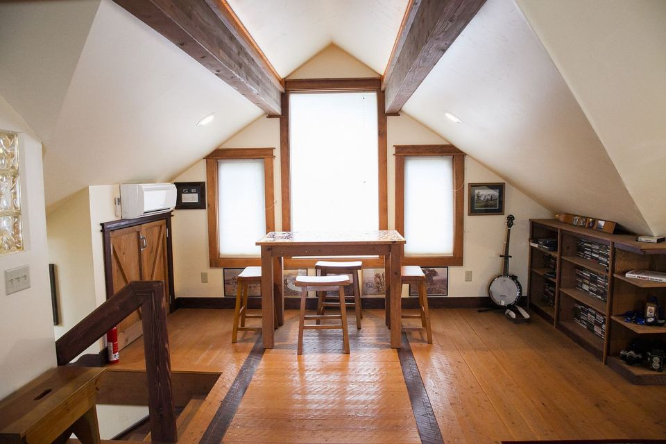 Gallery a cozy coach house loft small house bliss for Loft over garage