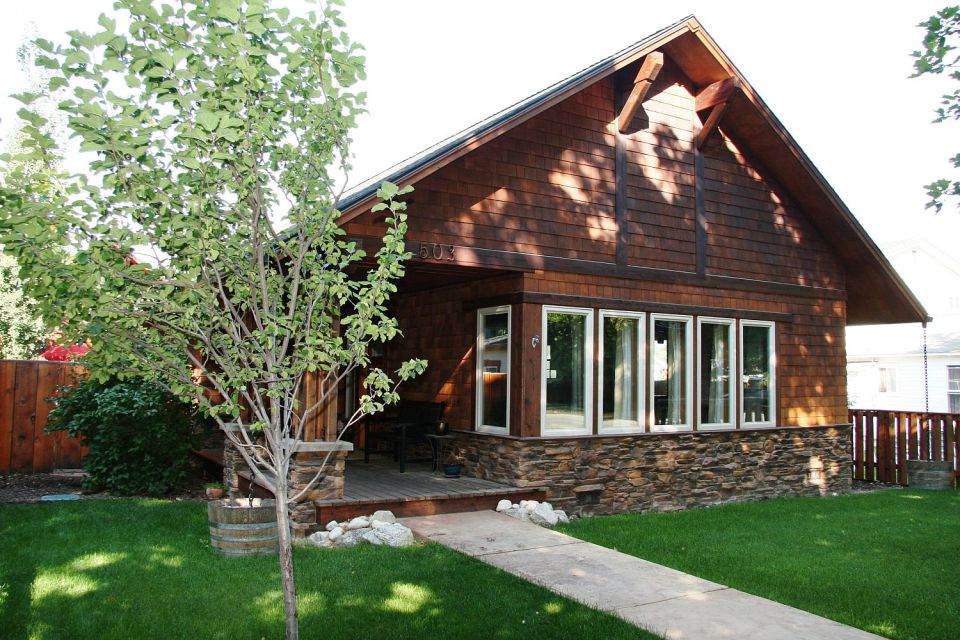 This Craftsman-style home in Montana has 3 bedrooms in 1,250 sq ft | www.facebook.com/SmallHouseBliss