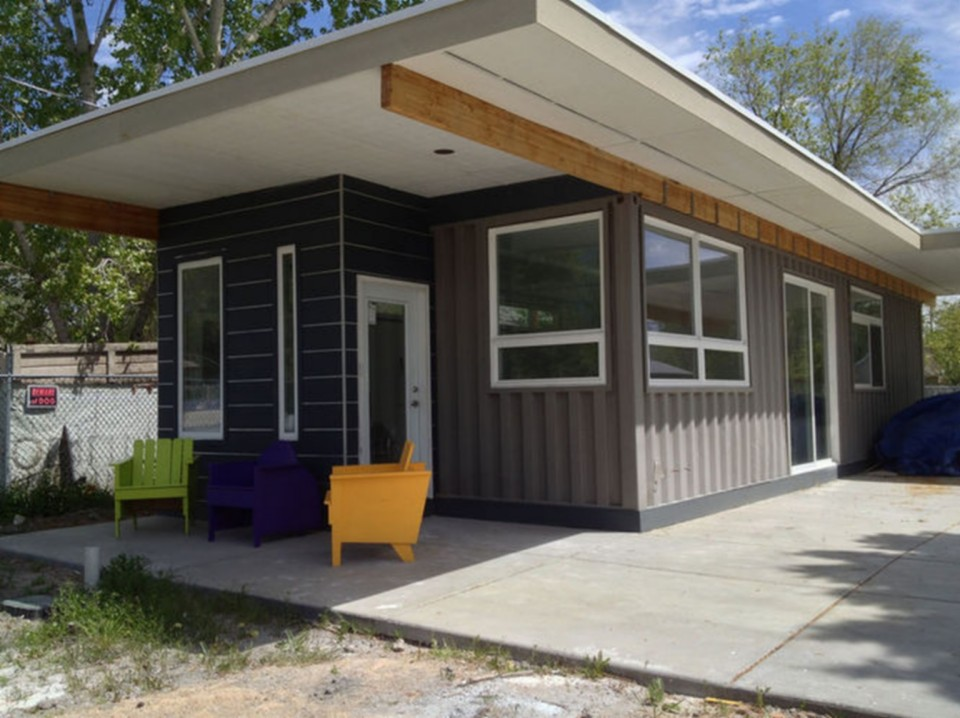 Gallery sarah house an affordable green container home for Affordable green home designs
