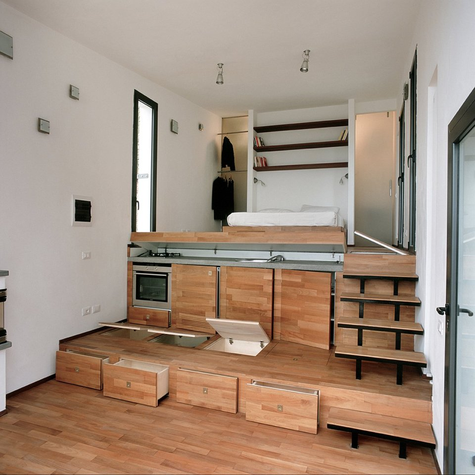 Tre livelli a studio dwelling with a stepped floor plan for 2 bathroom tiny house