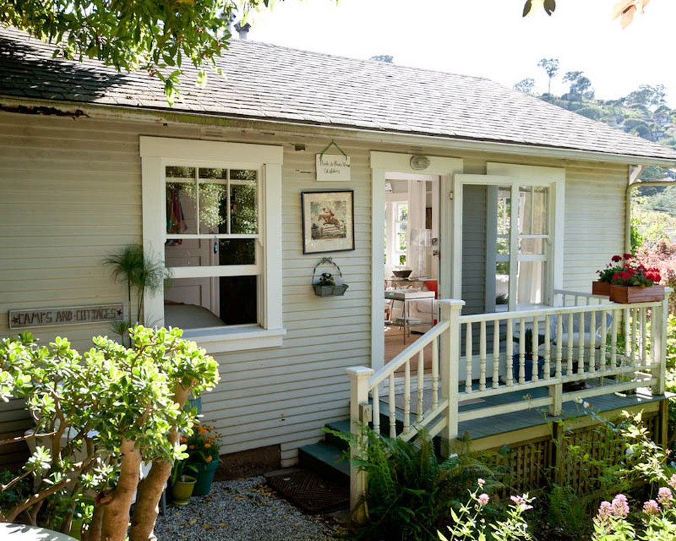 This 1930's California cottage has 1 bedroom in just 365 sq ft. | www.facebook.com/SmallHouseBliss