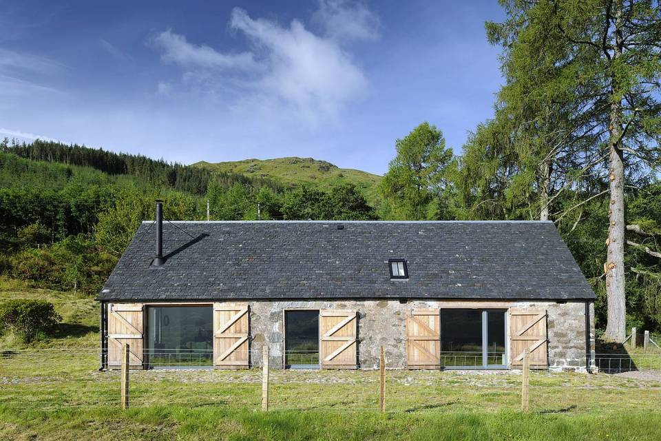 Gallery leachachan barn rural design small house bliss for Small barn with loft