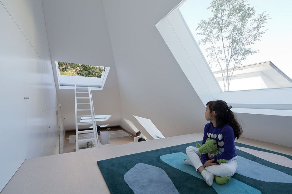 This sculptural swoosh of a house was architect Sou Fujimoto's solution to a tight urban site hemmed in by apartment buildings. | www.facebook.com/SmallHouseBliss