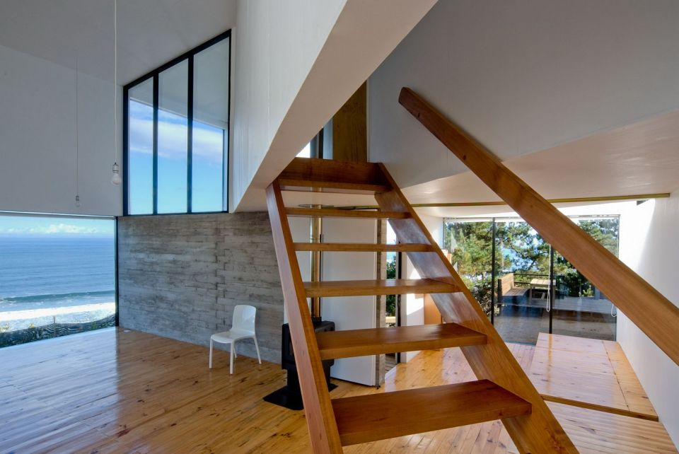 A minimalist vacation house in Chile with 2 bedrooms in 1,033 sq ft. | www.facebook.com/SmallHouseBliss