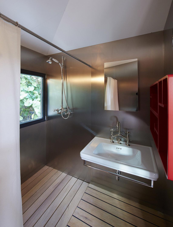 gallery la maison au bord de l eau charlotte perriand. Black Bedroom Furniture Sets. Home Design Ideas