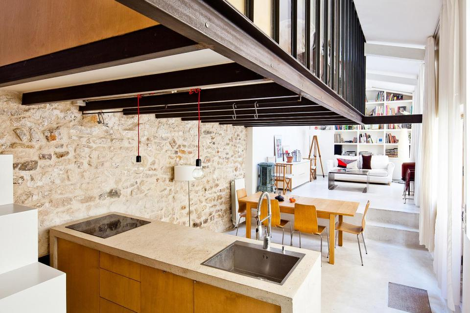 A Dingy Workshop Transformed Into A Bright Airy Loft Nzi Architectes Small House Bliss