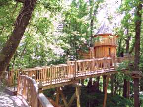 Cabane Milandes at Châteaux Dans Les Arbres is a luxury treehouse with 1 bedroom in 388 sq ft. | www.facebook.com/SmallHouseBliss