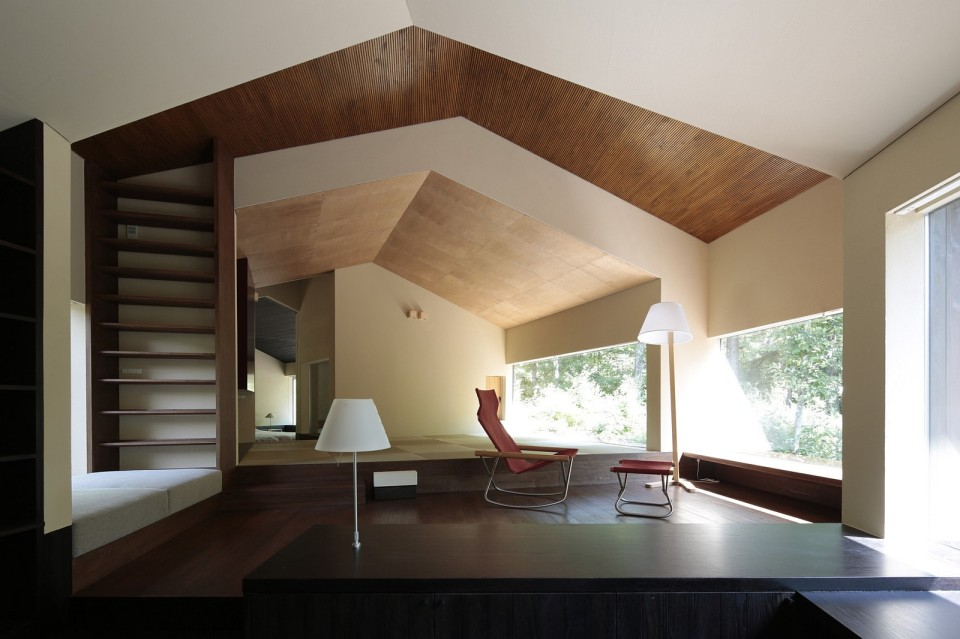 This small house consists of rooms arranged in an arc. It has 1 bedroom in 1,024 sq ft, but it could be changed to 2 bedrooms fairly easily. | www.facebook.com/SmallHouseBliss