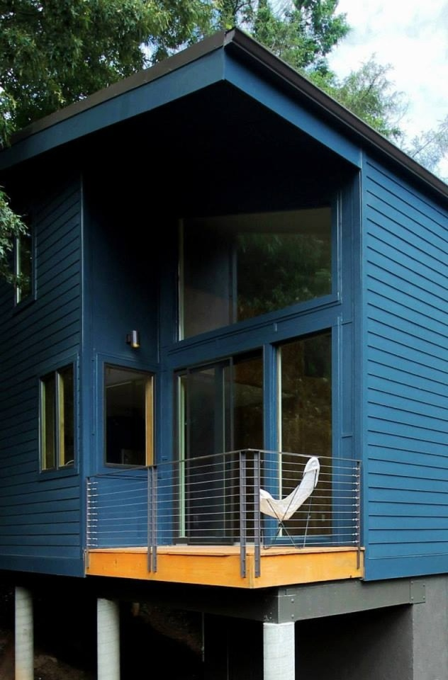 This compact and affordable home has 1 bedroom and a loft in 950 sq ft. | www.facebook.com/SmallHouseBliss