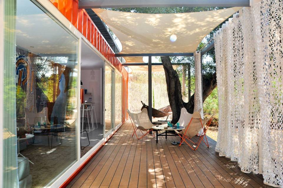 Nomad living a container guest house studio arte - How to build an outdoor kitchen a practical terrace ...