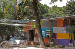 "A nondescript 1930s house was renovated to create ""Cabana Urbana"", a vibrant weekend retreat in São Paulo, Brazil with a 914 sq ft studio plan. 