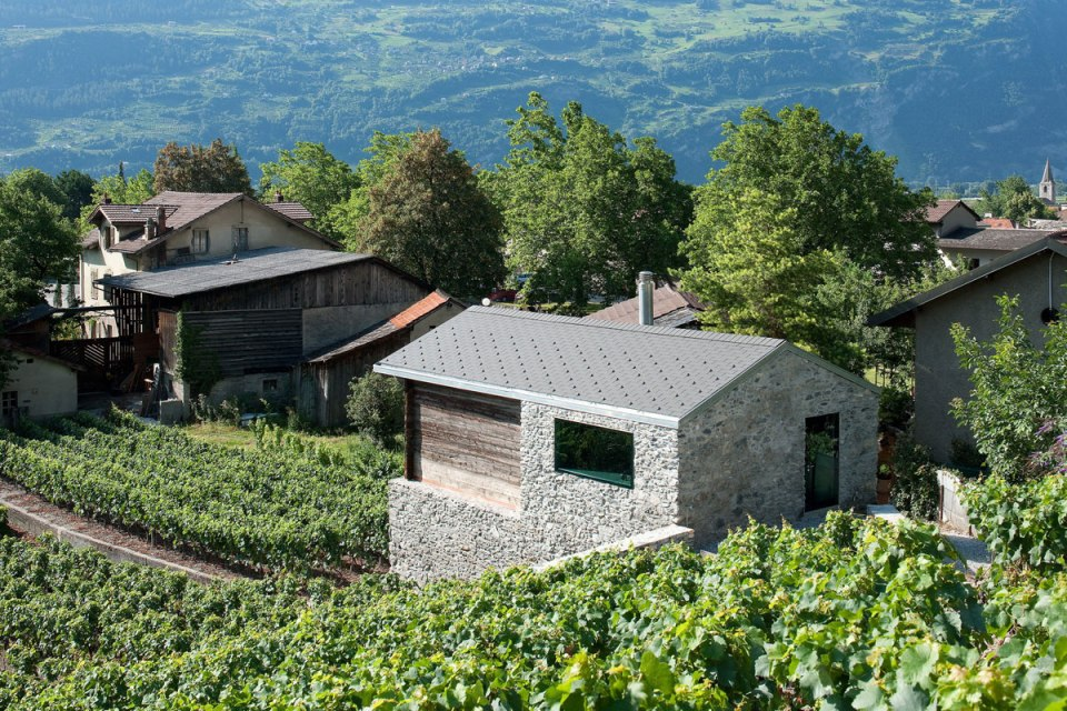 A vineyard residence and wine cellar dating from 1850 were restored as a small 2 bedroom house. | www.facebook.com/SmallHouseBliss