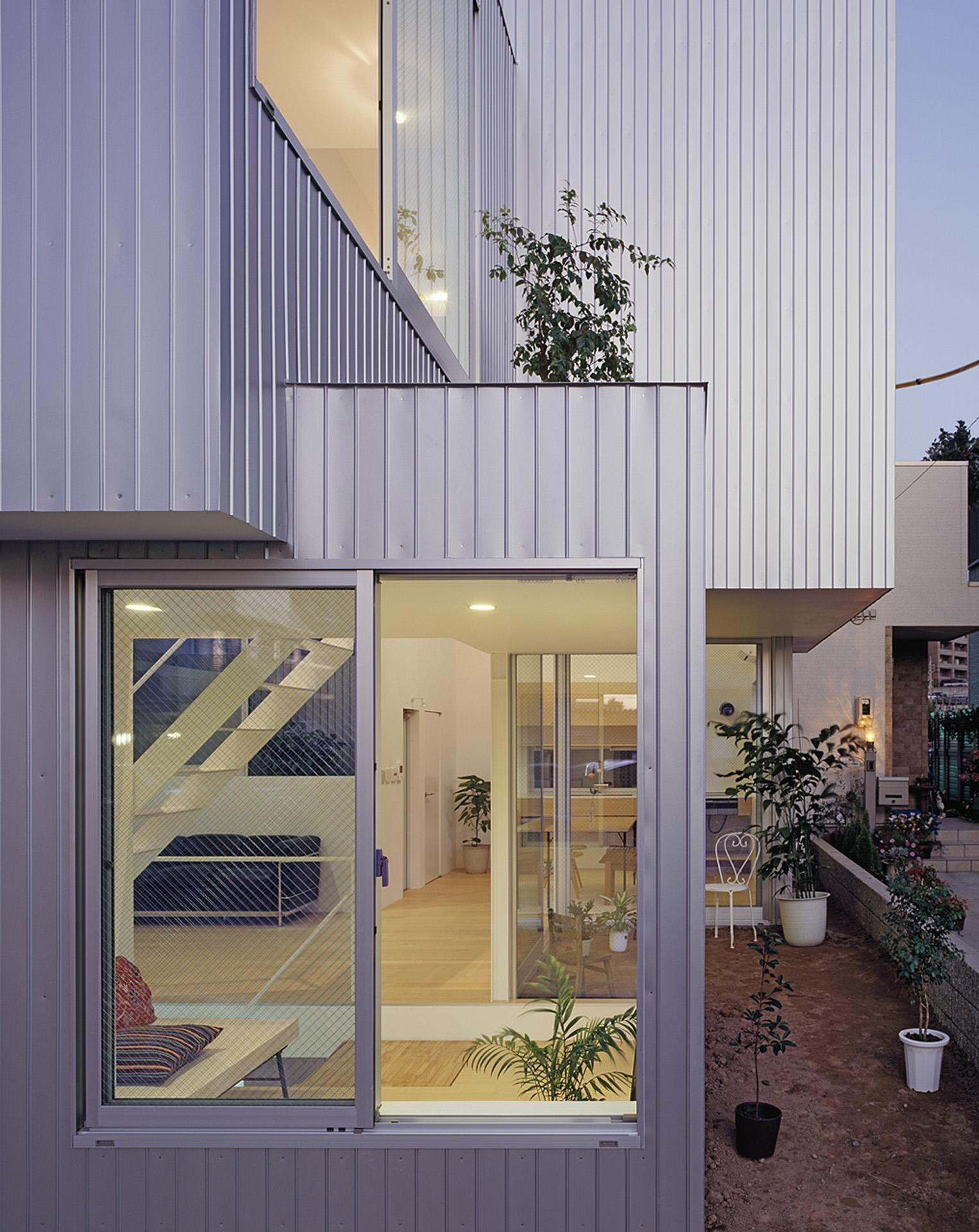 A Small House That Maximizes Family Time | Tetsuo Kondo Architects