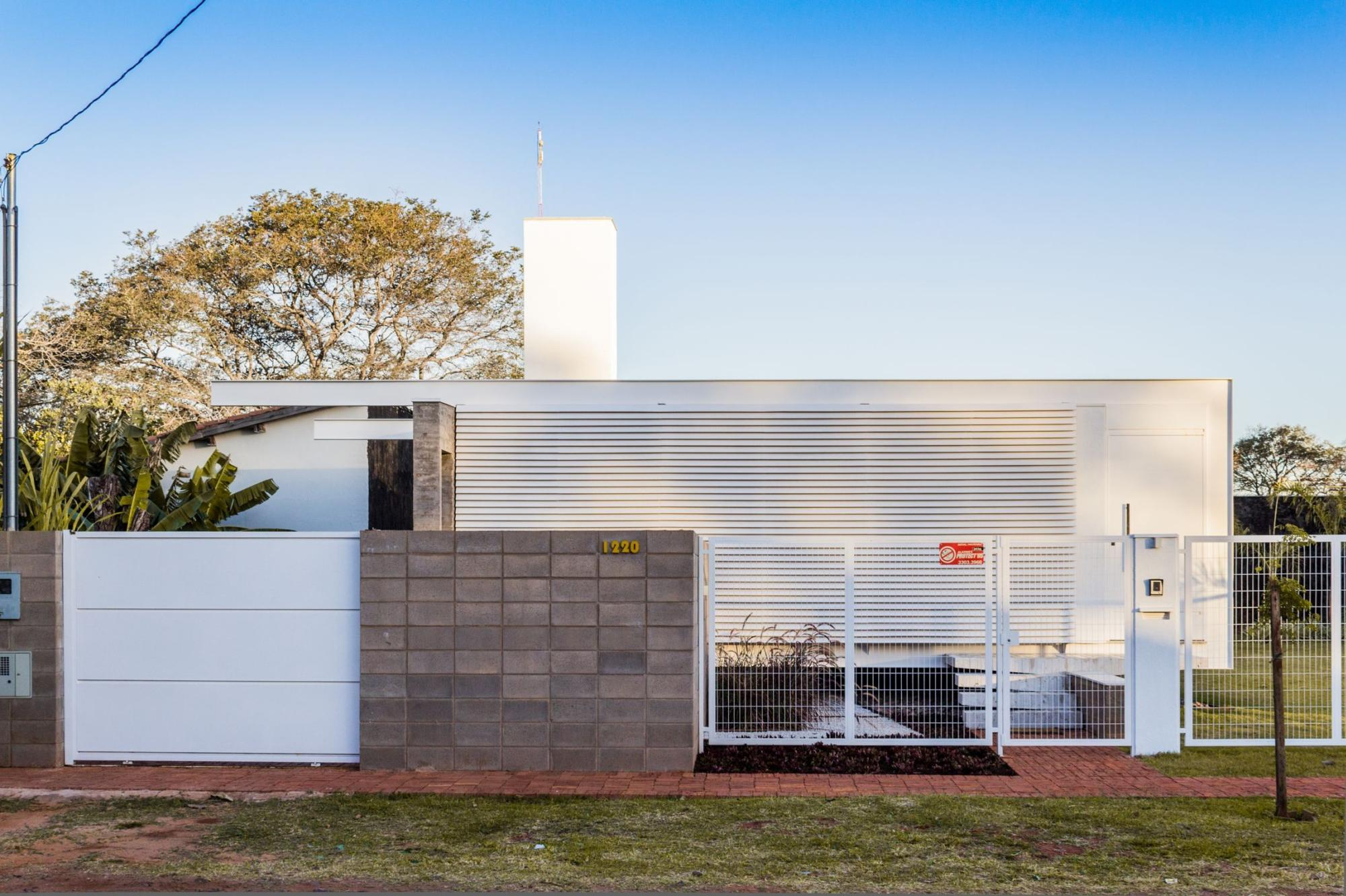 gallery house 12 20 a modern bachelor pad in brazil