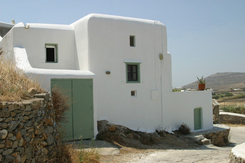A traditional house on Mykonos was restored, staying true to the island's architectural history. It has two bedrooms and a loft in 840 sq ft. | www.facebook.com/SmallHouseBliss