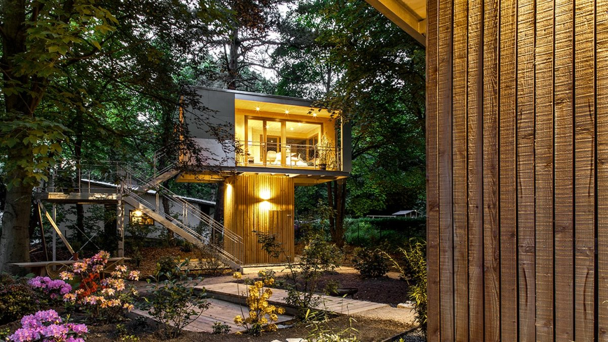 Urban treehouse baumraum small house bliss for Small tree house