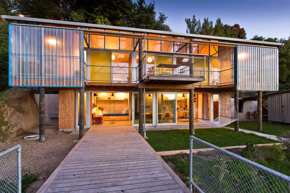 The DOGBOX, a small affordable house designed and built by three recent New Zealand architecture grads. It has 2 bedrooms in 947 sq ft. | www.facebook.com/SmallHouseBliss