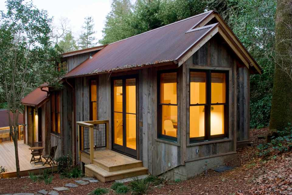 A handcrafted rustic guest cabin dotter solfjeld Small homes and cabins