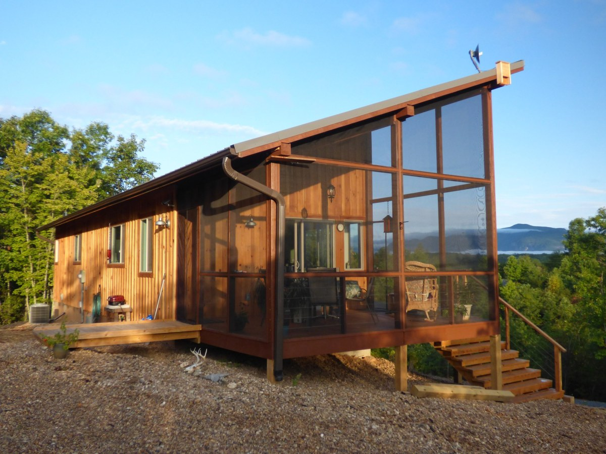 A modern cabin in the hills simply home small house bliss for Building a small cabin with loft