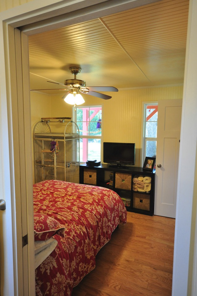 This country cottage in Texas has one bedroom and a loft in 416 sq ft.   www.facebook.com/SmallHouseBliss