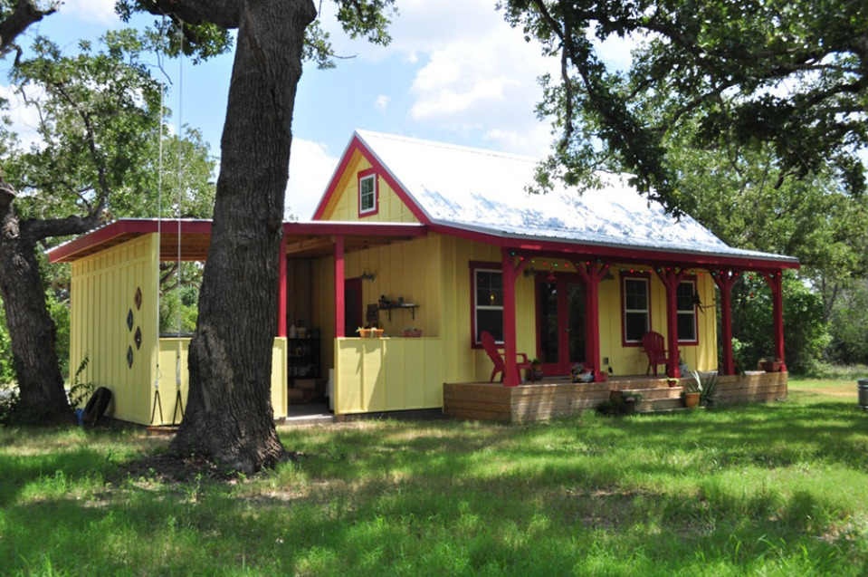 This country cottage in Texas has one bedroom and a loft in 416 sq ft. | www.facebook.com/SmallHouseBliss