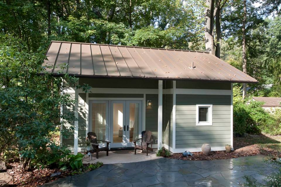 this little backyard cottage feels spacious despite a floor plan of