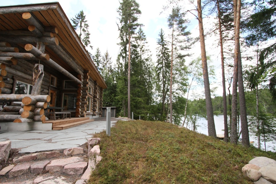 This modern log cabin in Finland has two bedrooms and a den in 969 sq ft. | www.facebook.com/SmallHouseBliss