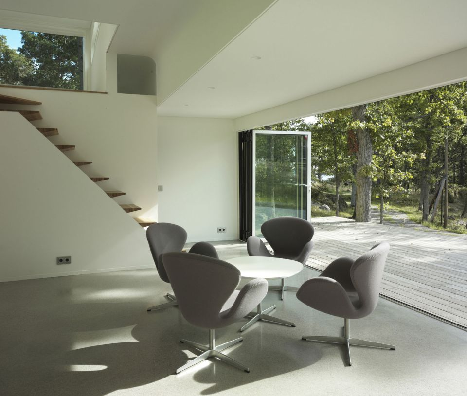 This low-impact modern cabin in Sweden has two bedrooms and a loft in 646 sq ft.   www.facebook.com/SmallHouseBliss
