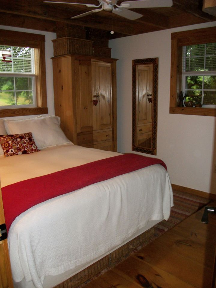 This small Tennessee cabin was renovated into a family's full-time home. It has one bedroom and a loft in 635 sq ft.   www.facebook.com/SmallHouseBliss