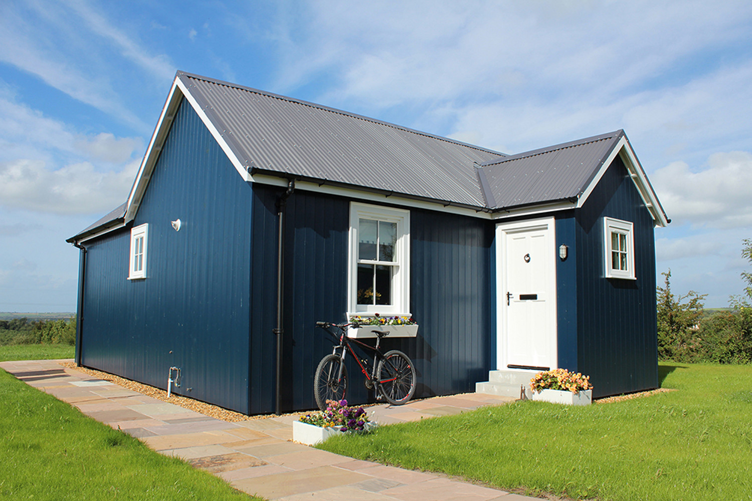 Gallery the wee house company small house bliss for Tiny home companies