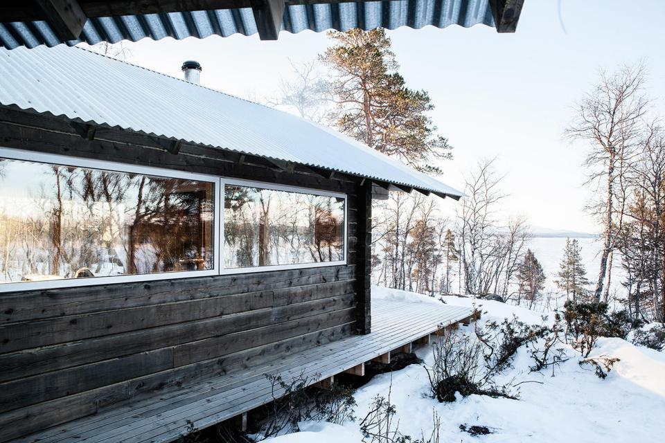 This log cabin in Norway joins a new structure to two existing one-room cabins, one over 100 years old. Together they have 3 bedrooms in 915 sq ft. | www.facebook.com/SmallHouseBliss