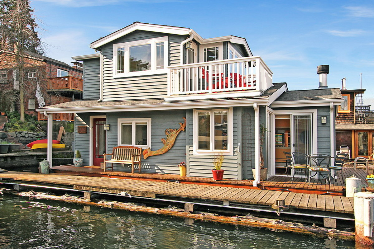 Craftsman style portage bay float house small house bliss for Building a floating home