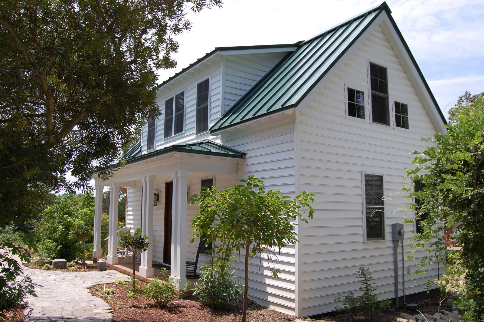 this traditional katrina cottage design has 3 bedrooms in 1112 sq ft