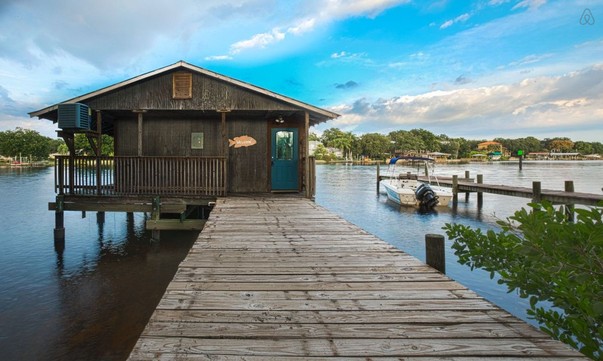 Hillsborough river dock house small house bliss for Small river house plans