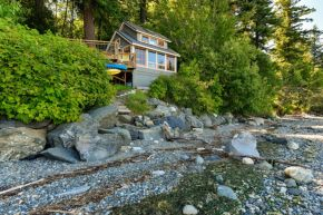 A tiny cottage on Washington's Lummi Island. The 458 sq ft cottage has a distinctive roof lantern to accommodate a loft bedroom. | www.facebook.com/SmallHouseBliss