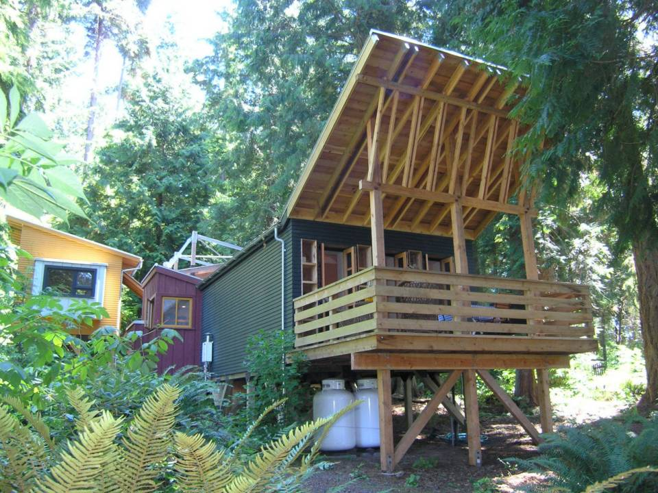 A small house compound on Whidbey Island, Washington | www.facebook.com/SmallHouseBliss
