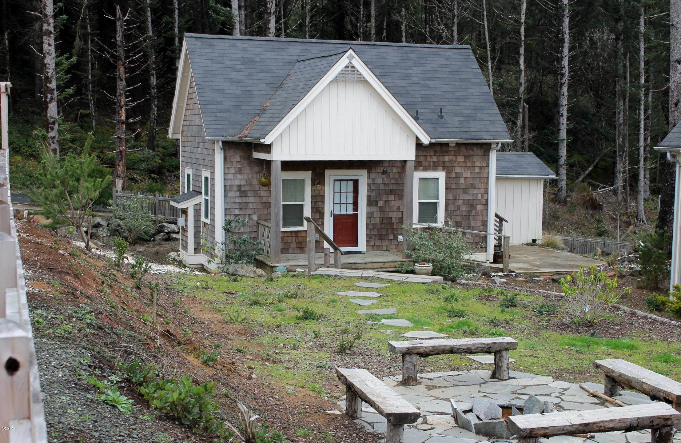 With A Ground Floor Bedroom, This Tiny Cottage On The Oregon Coast Supports  Single
