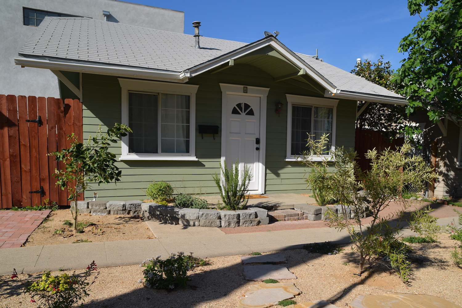 Tiny house in a Pasadena bungalow court Small House Bliss