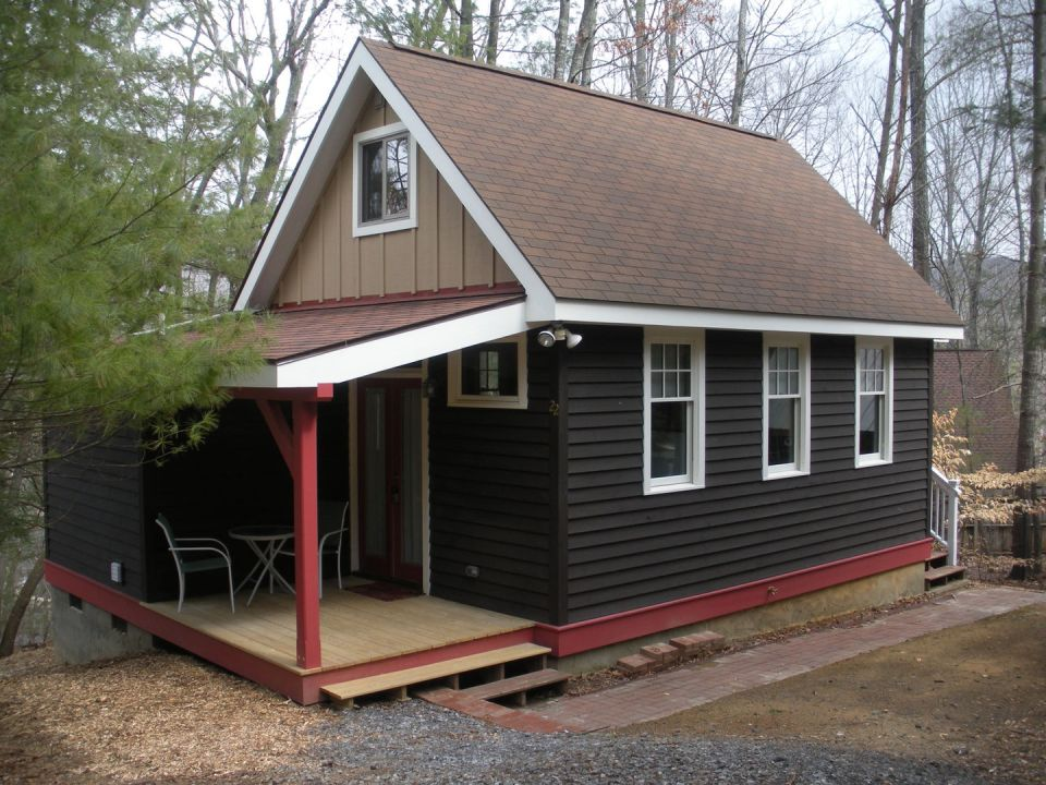 This older cottage in the woods near Asheville, NC, was renovated by the owners to create a cozy 600 sq ft home with one bedroom. | www.facebook.com/SmallHouseBliss