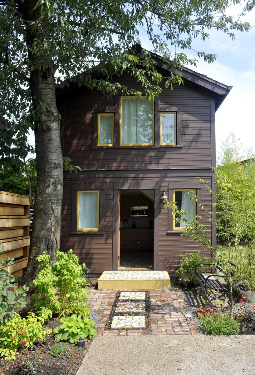 Compact guest cottage in portland dyer studio small for Small backyard cabin